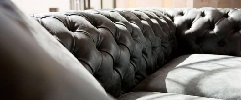 choisir un canap effet cuir vieilli. Black Bedroom Furniture Sets. Home Design Ideas