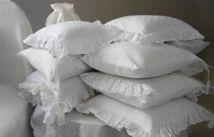 choisir un oreiller traditionnel ou un oreiller ergonomique