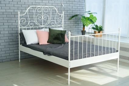cadre de lit en métal