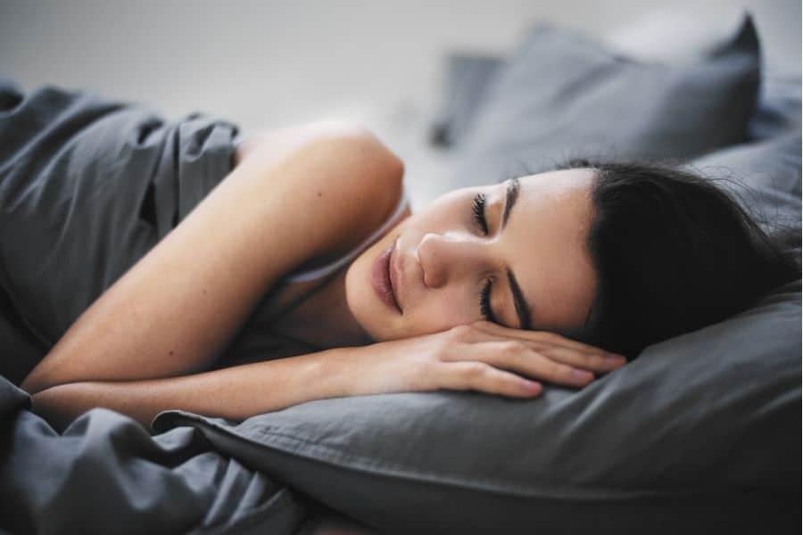 Avantages et inconvénients dormir avec oreiller