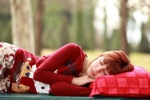 un oreiller pour dormir sur le côté
